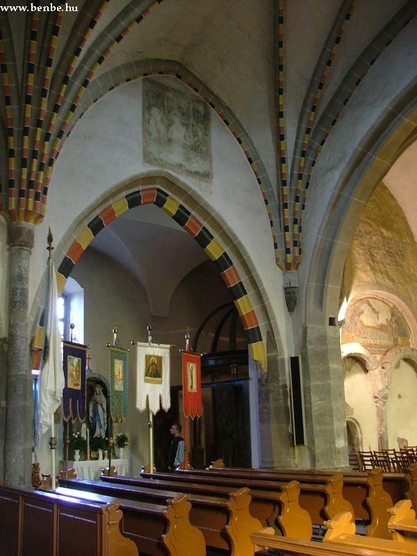 Gyöngyöspata templomának benseje fotó