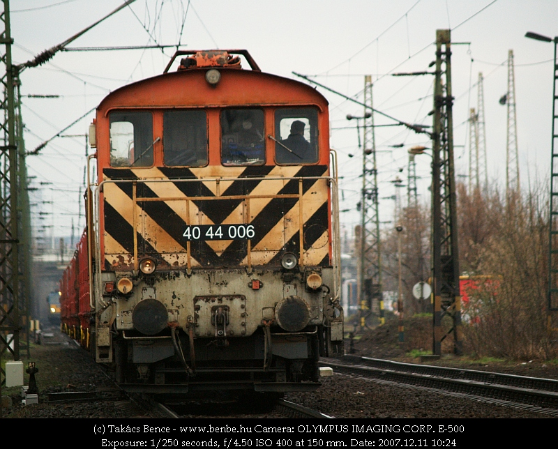 The 40 44 006 pushes back to Városliget junction photo