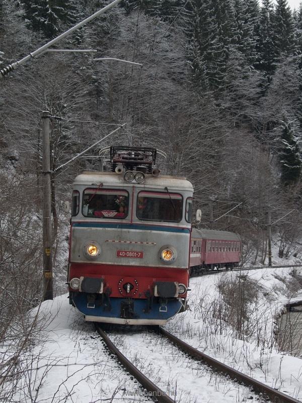 A CFR 40-0801-7 pályaszámú ASEA a Marosvásárhely-Galaci gyorsvonattal Palotailvánál (Lunca Bradului, Románia) fotó