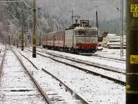 The CFR 40-0801-7 with a fast train from Marosvásárhely (Targu Mures) to Galac (Galati) at Palotailva (Lunca Bradului)