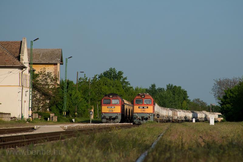 A MÁV-START 628 260 és 628 145 Börgönd állomáson fotó