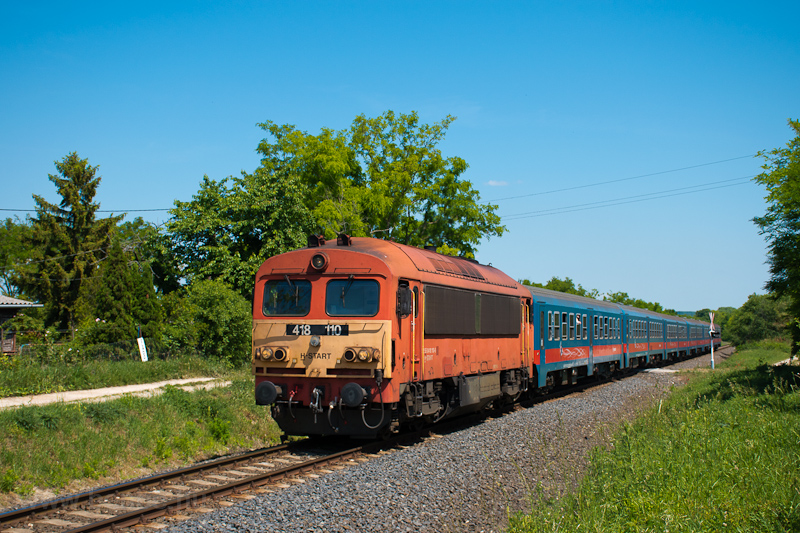 The MÁV-START 418 110 seen between Csajág and Balatonakarattya photo