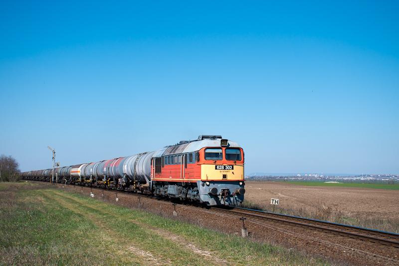 The MÁV-START 628 302 seen between Székesfehérvár and Börgönd photo