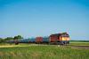 A MÁV-START 628 330 Seregélyes-Szőlőhegy és Zichyújfalu között egy Dunaújvárosba tartó üres acéltekercs-szállító szerelvénnyel