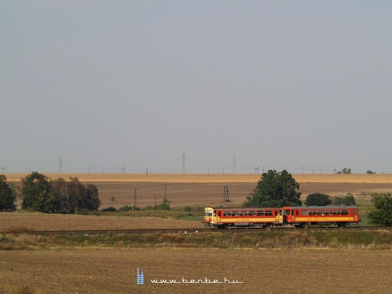 Bzmot 314 Dunaújváros és Újvenyim között fotó
