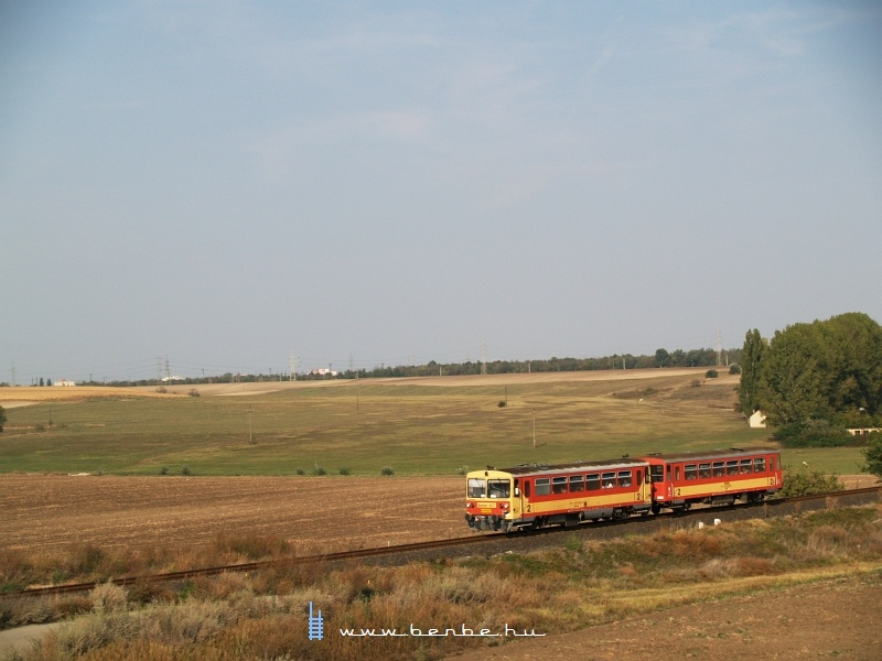 The Bzmot 327 between Dunaújváros and Újvenyim photo
