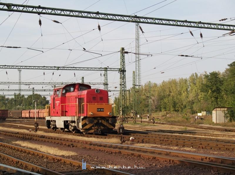 A Dunaferr 439 003-as Dácsiája Dunaújváros állomáson fotó