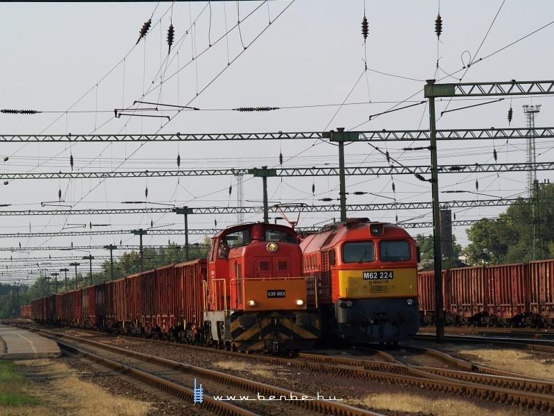 A Dunaferr 439 003-as Dácsiája és M62 224 Dunaújváros állomáson fotó