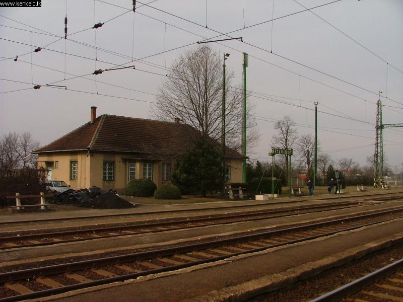 Tiszatenyõ állomás fotó
