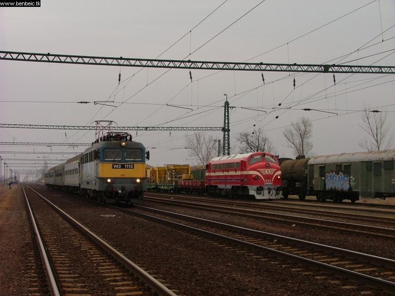 2761 017 és V43 1113 Tiszatenyõben fotó