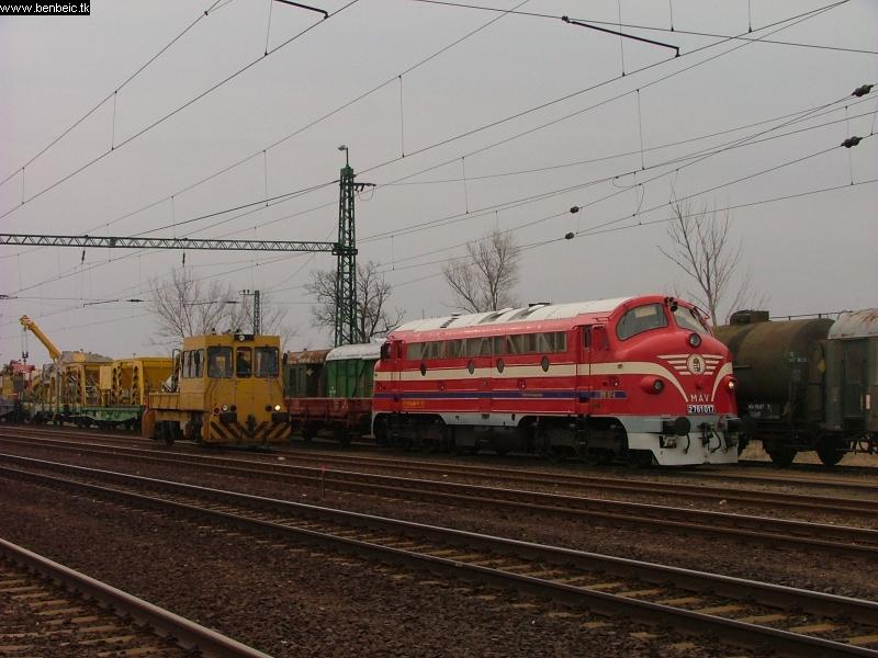 2761 017 és UDJ 43 Tiszatenyõben fotó