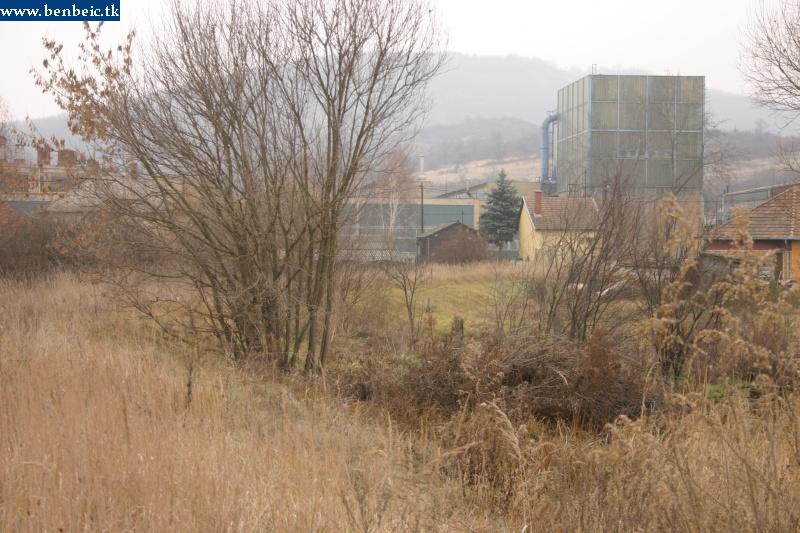 A Romhányi Cserépkályhagyár iparvágányának megmaradt töltése fotó