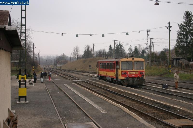 Bzmot 241 Diósjenõ állomáson fotó