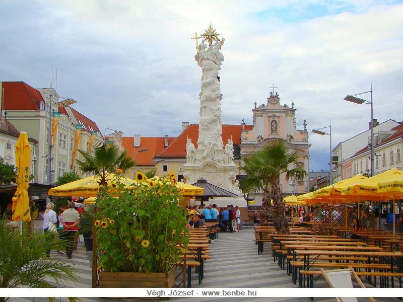 A St. Pölteni Rathausplatz a város tulajdonképpeni főtere, és mint ilyen számos rendezvény helyszíne. A város talán leghangulatosabb része, mindössze pár perc sétára a főpályaudvartól. fotó