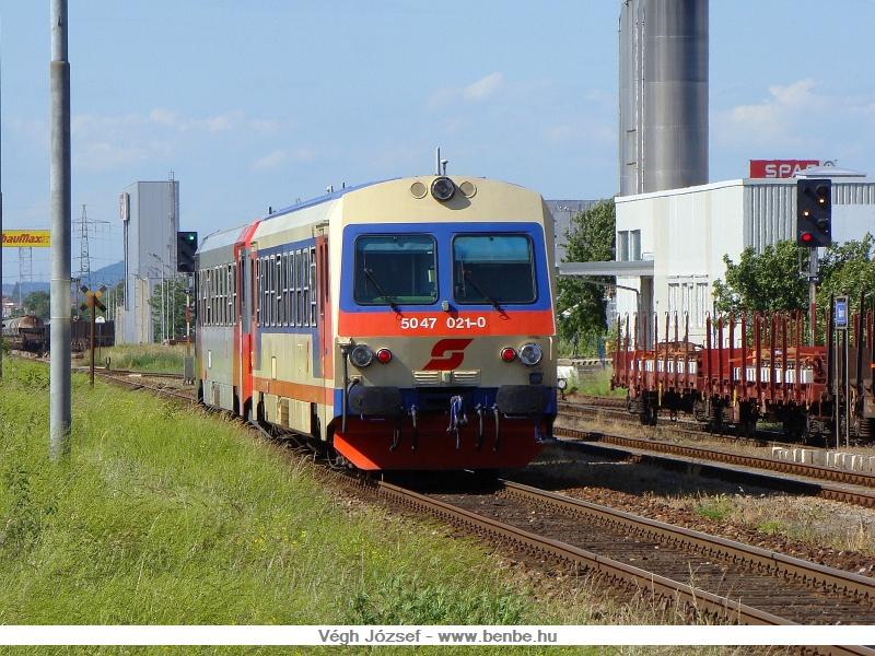 Az 5047 021-0 csatolva halad a párjával Spratzenen keresztül St.Pölten felé fotó