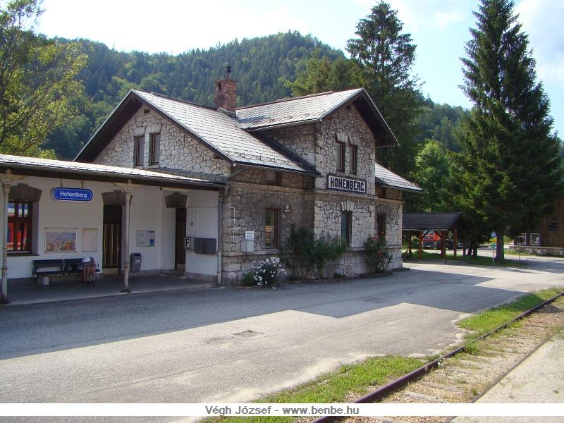 Továbbhaladva Hohenberg a következő állomás, jellegzetes kőépülettel fotó
