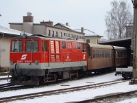 The ÖBB 2095 011-9 shunting with the cars repainted brown for historic trains at St. Pölten Alpenbahnhof