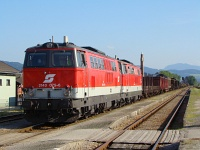 A 2143 075-6 s a 2143 074-9 szinkronban knnyen megbirkzik egy ekkora tehervonattal. Ilyen ltvnyban is ritkn lehet rsze az embernek, a 2143-as mozdonyokat ahol lehet, kivltjk a modernebb 2016-os Herkulesekkel.