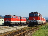 The ÖBB 2143 029-3, 2143 075-6 and 2143 074-9 at Spratzen