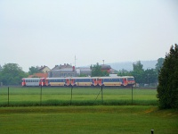 Once a day 5047 railcars formed a quadraple set with two cars from Hainfeld and two from St. Aegyd