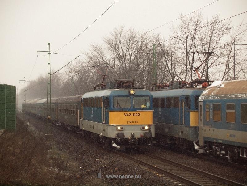 V43 1143 és 1194 Ferihegynél találkoznak fotó