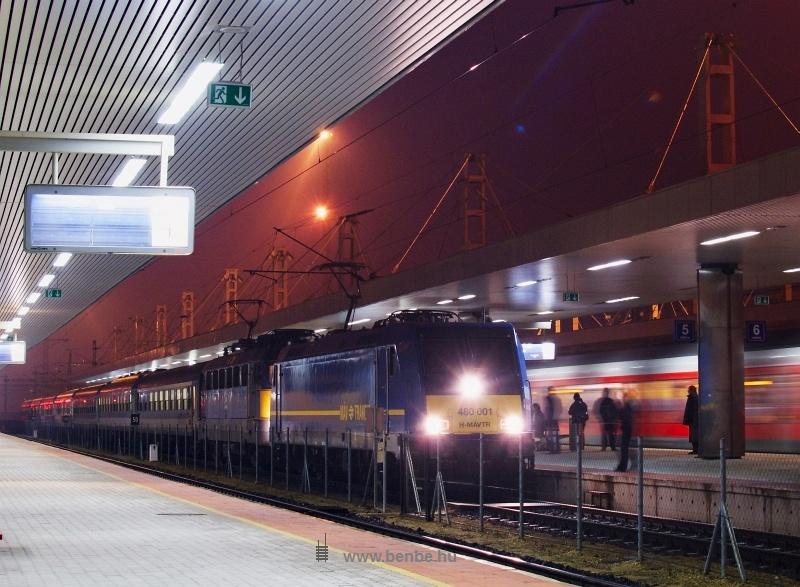 A M�V-Trakci� 480 001-0 p�lyasz�m� Bombardier TRAXX mozdonya a Citadella gyorsvonattal Kelenf�ld �llom�son