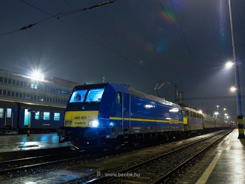 A MÁV-Trakció 480 001-0 pályaszámú Bombardier TRAXX mozdonya a Citadella gyorsvonattal Budapest-Déli pályaudvaron fotó