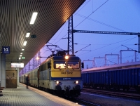 The V43 3312 at Budapest-Kelenföld with the Euronight train Venezia to Venice, Santa Lucia over Zagreb and Villa Opicina