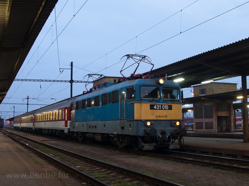 The MÁV-START 431 015 seen  photo