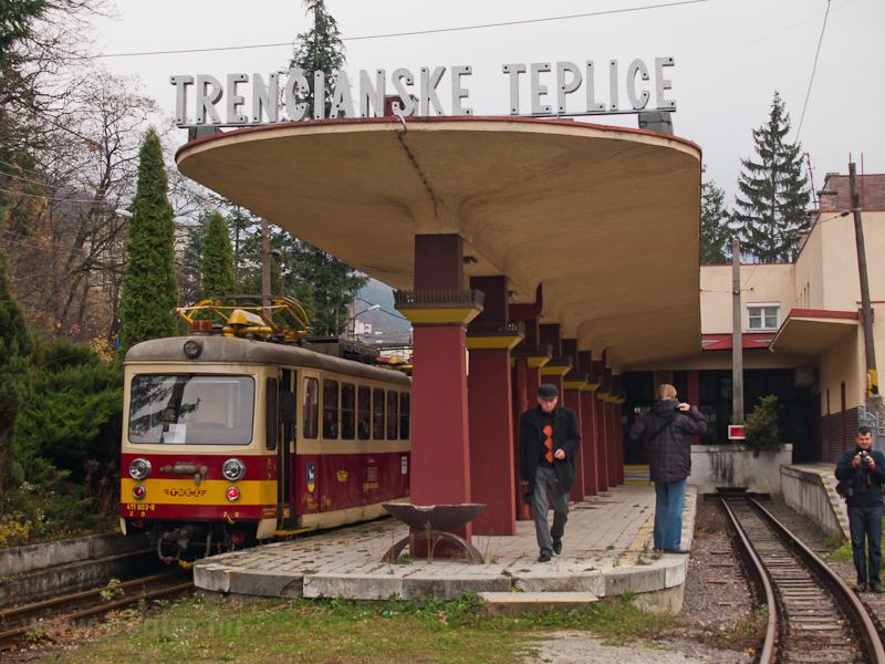 A TREŽ 411 903-8 Trencsénteplicz-fürdő állomáson fotó