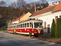 A TREŽ 411 902-0 Trencsénteplicz község megállóhelyen