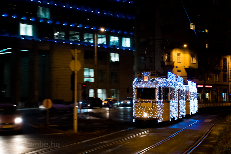 Holiday tram on line 2 in B picture
