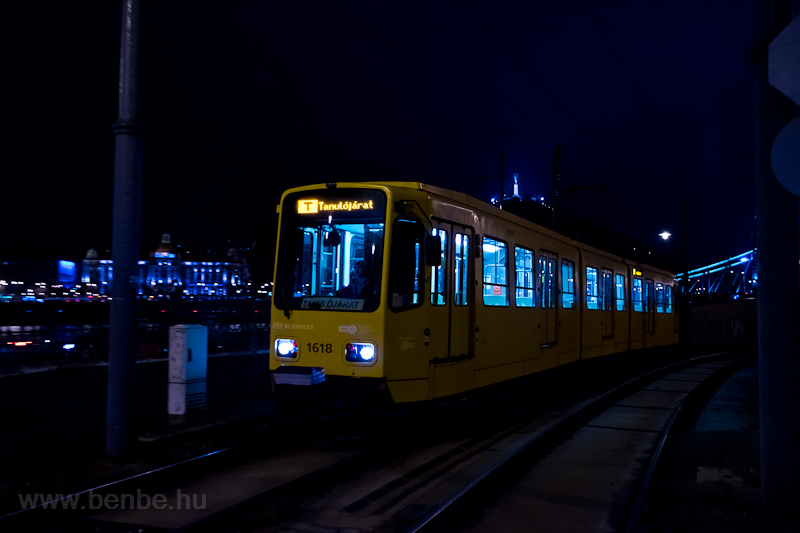 Learner tram near the Bálna picture