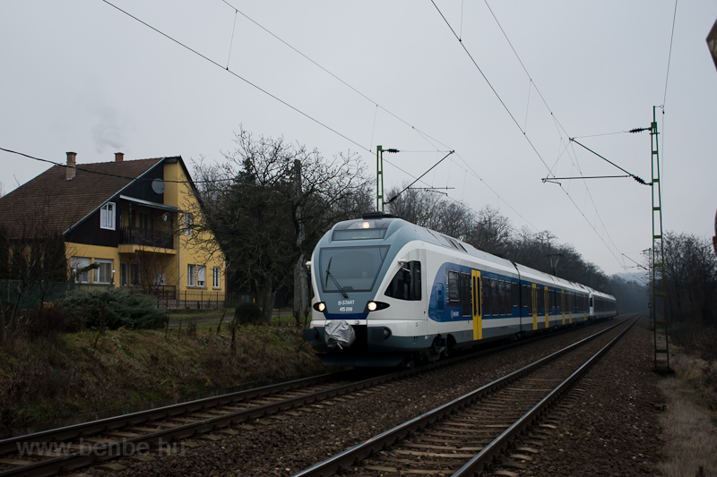 The MÁV-START 415 098 seen  picture