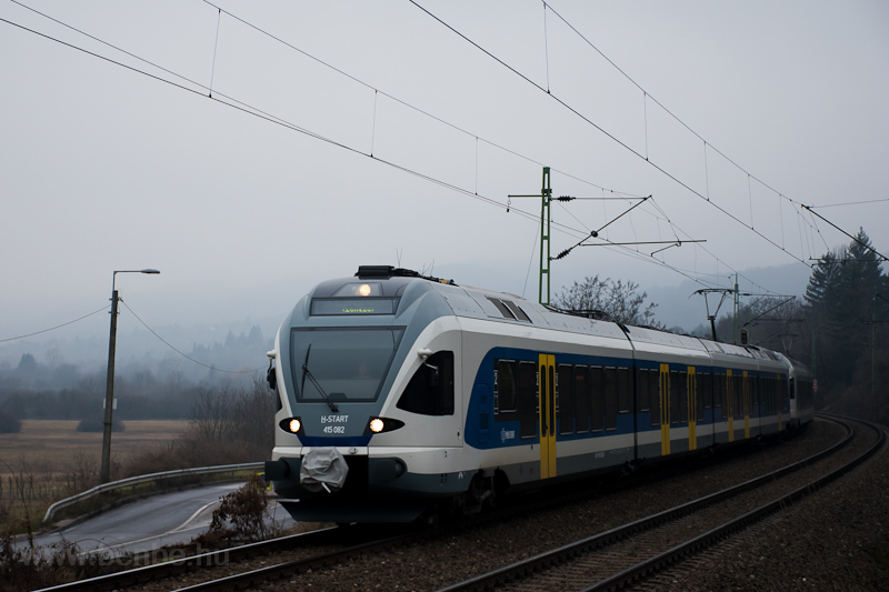 The MÁV-START 415 082 seen  photo