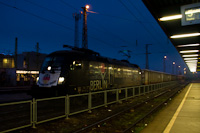 A TXL ES 64 U2-060 <q>Berlin Maueröffnung</q> K&#337;bánya-Kispest állomáson