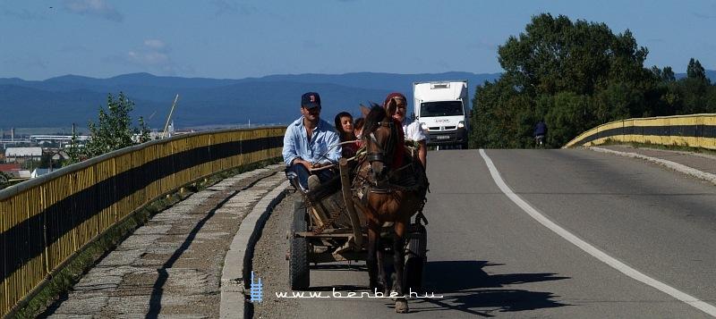 Lovaskocsi érkezik Dornestibe fotó