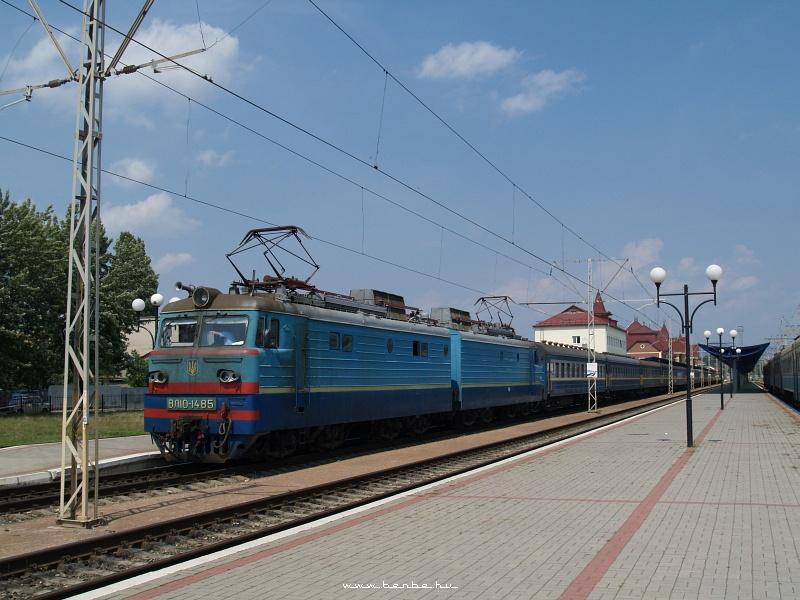 A lembergi gyors Ungváron, élén a VL10 1485-tel fotó