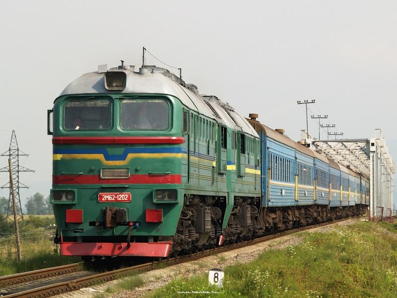 2M62 1202 érkezik a lembergi gyorssal Bustyaházára (Буштино) fotó