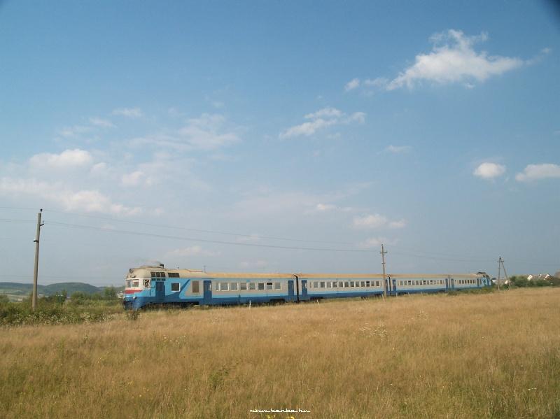 D1 563-1 halad Aknaszlatina felé Szeklence (Сокирниця) mellett fotó
