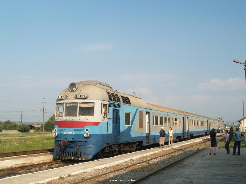 D1 563-1 Bustyaháza állomáson fotó