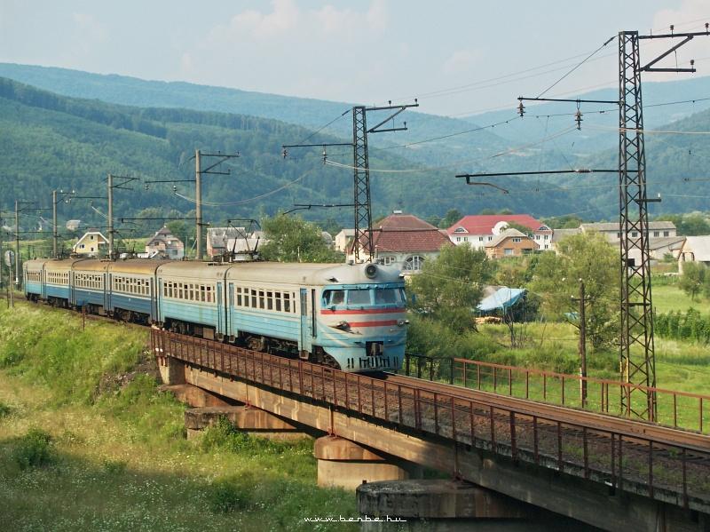 ER2 315 Nagyberezna (Великий Березний) fölött az Ung egyik mellékfolyójának hídján fotó