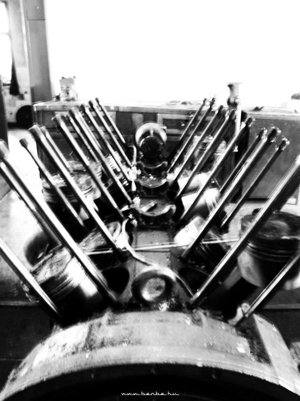 TU2 motor tanulmány fotó