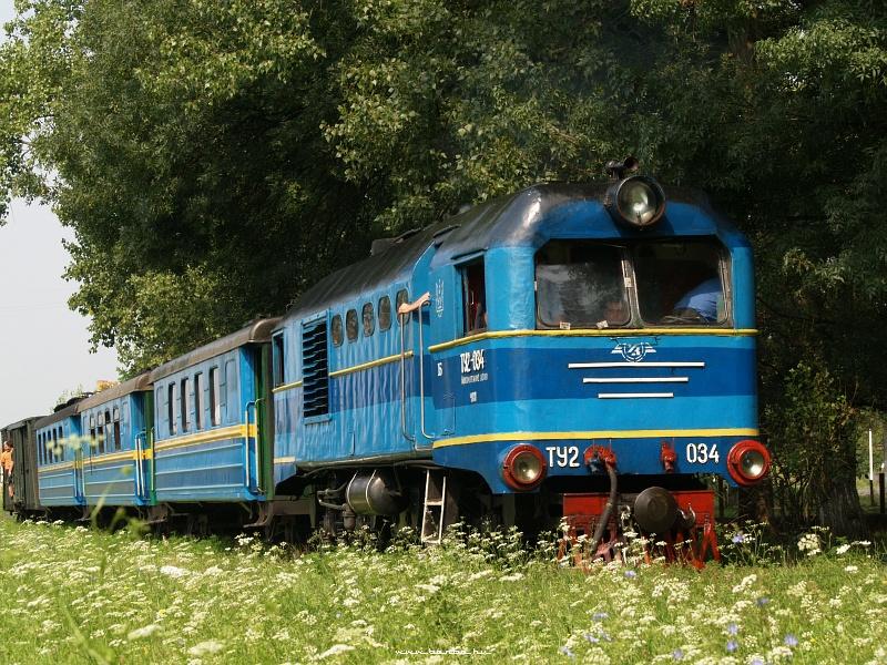 A Beregszászi Kisvasút TU2 034 pályaszámú mozdonya az indulás elõtt Alsóremetén fotó