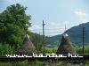 Szalmahalmok az Uzsoki-hágóra menõ vasút mentén