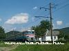 ER2 305 halad el a pár kilométerrel Perecsény fölött álló parasztház mellett