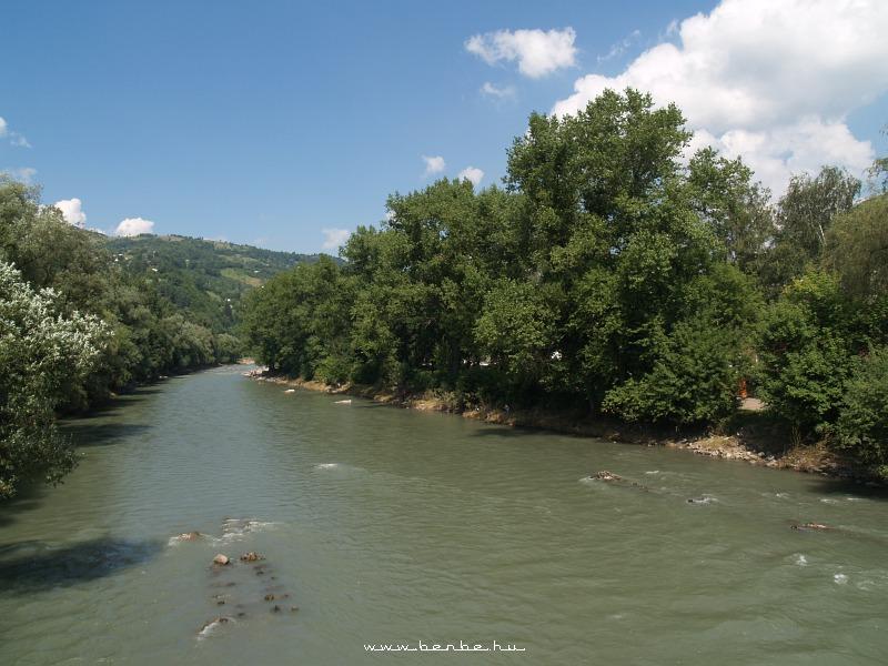 Átkelünk a Tiszán Rahó belvárosába fotó
