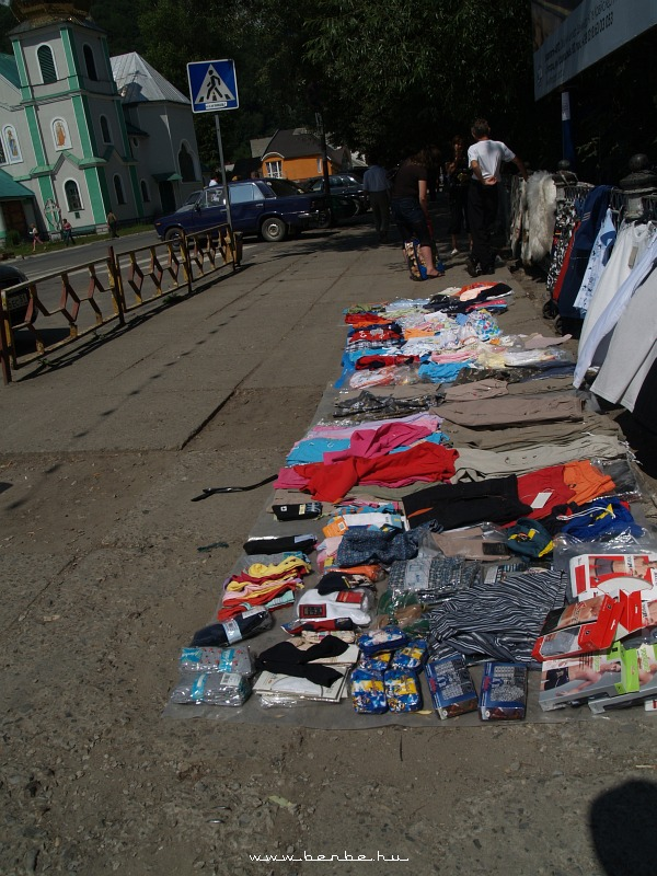 Kirakodóvásár Rahóban, a Tisza partján fotó