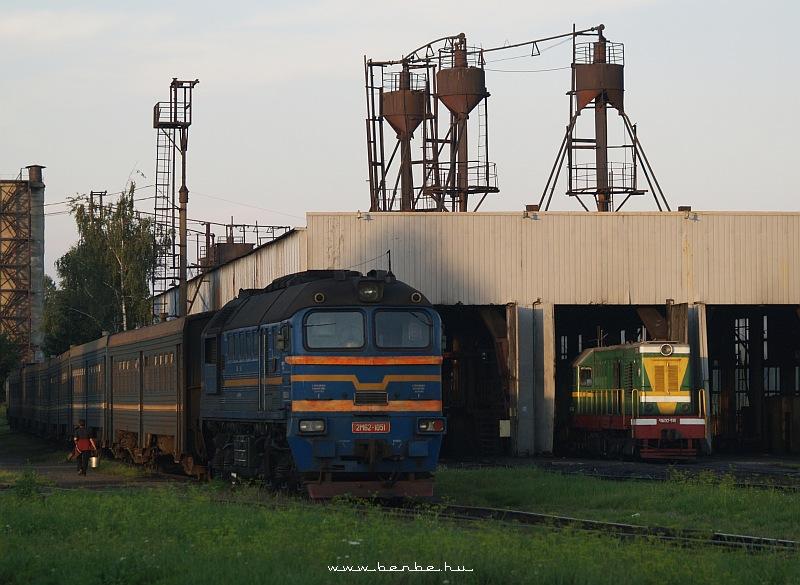 CsME2 516 és 2M62 1051 Kolomija motorszínben fotó