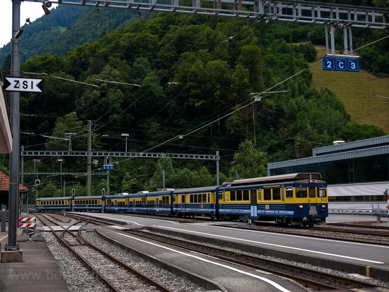 A Berner Oberlandbahn ABeh 4/4 II  311 Zweilütschinen állomáson fotó